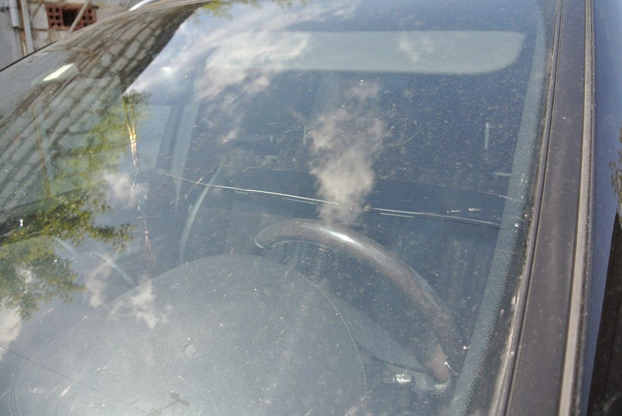 Как остановить трещину на лобовом стекле автомобиля своими 32